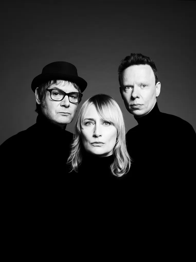 Hooverphonic returns to previous line up