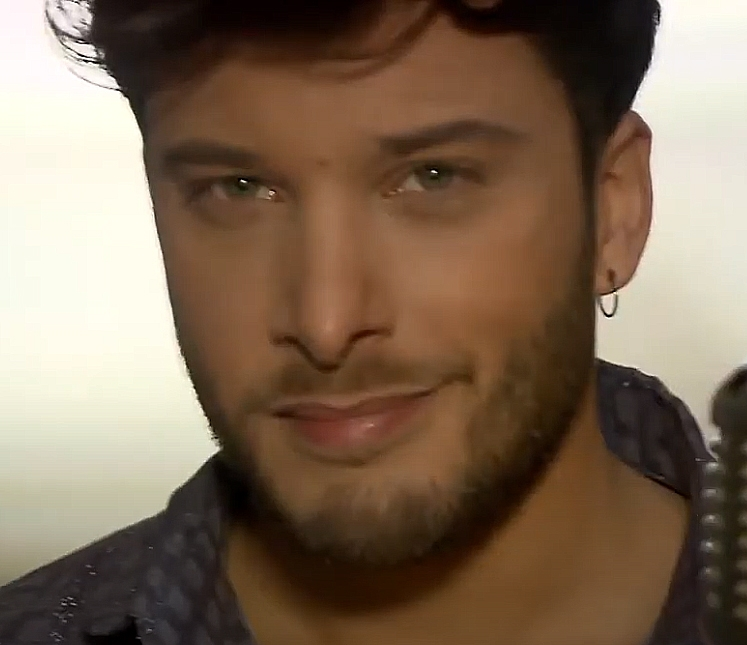 "You made a choice: Blas Cantó sings ""Voy a quedarme"""